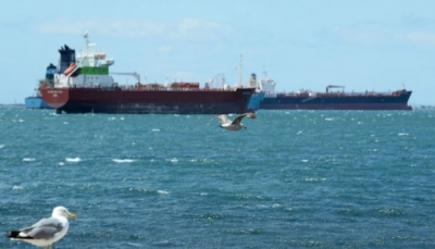 الحوثيون يعلنون وصول ثلاث سفن وقود إلى ميناء الحديدة