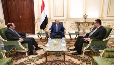 """""""لن يتغيرشيءبمسؤولين خارج البلاد"""".. اليمنيون يطالبون بعودة الرئاسة والحكومة إلى عدن"""
