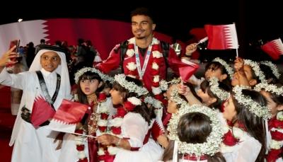 القطريون يستقبلون أبطالهم بعد عودتهم الى الدوحة وفوزهم بكأس آسيا