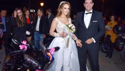 تونسية تحتفل بزفافها على دراجتها النارية