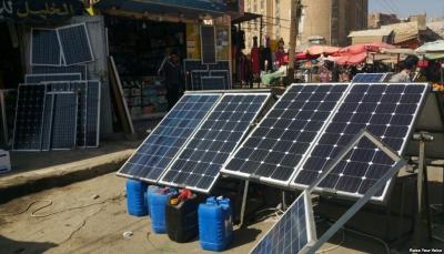 اليمنيون يتغلبون على أزمة الكهرباء بالطاقة الشمسية