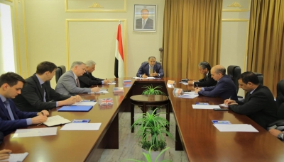 """وزير الخارجية لسفراء الدول الخمس: """"الانتقالي"""" يعرقل تنفيذ اتفاق الرياض"""