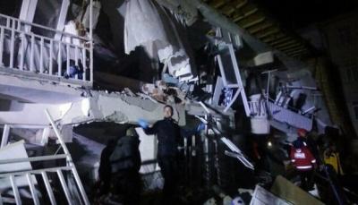قناة تلفزيونة تنقل لحظة زلزال ضرب شمال تركيا أسفر عن قتلى ومصابين (فيديو)