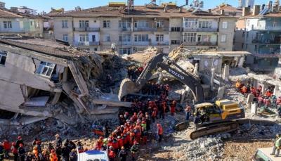 ارتفاع حصيلة قتلى زلزال تركيا إلى 35 وتراجع الأمل في العثور على أحياء