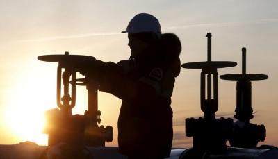أسعار النفط ترتفع 3% بفعل علامات على تعافي الاقتصاد الأمريكي