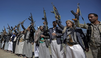 ميليشات الحوثي تطلق رهينتين أمريكيين بصفقة تسمح بعودة 200 من عناصرها من عُمان