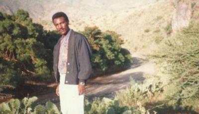 """شاعر اريتري سجين منذ عقدين يفوز بلقب """"كاتب الشجاعة العالمي"""""""