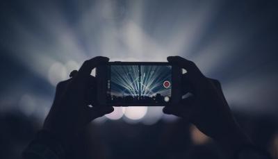 من يتجسس على كاميرات هواتفنا وكيفنحميها؟