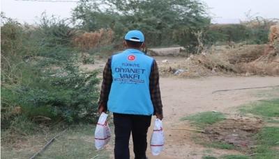 بتمويل تركي.. توزيع أضاحي العيد على أكثر من 29 ألف أسرة يمنية