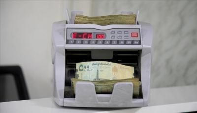 انهيار العملة يعمق أوجاع اليمنيين (تقرير)