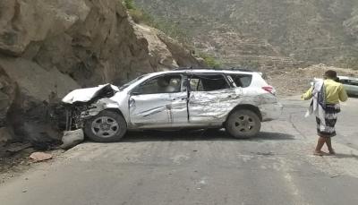 وفاة شخص وإصابة آخرين في حادث سير جنوبي تعز
