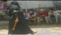 """تتزعم 20 إمرأة.. """"أم المجاهدين"""" قيادية حوثية تسطو على أرضية مواطن في إب"""