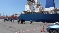 """الحكومة تستجيب لطلب """"غريفيث"""" وتسمح بدخول 4 سفن تحمل مشتقات نفطية إلى ميناء الحديدة"""