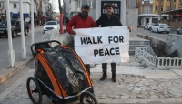 مسلم بريطاني يسافر من بلده إلى مكة مشيا على الأقدام