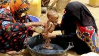 """""""أسوشيتد برس"""" تكشف عن الشروط والعراقيل التي وضعها الحوثيون أمام تدفق المساعدات الإنسانية (ترجمة خاصة)"""