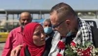 """بعد إنتظار 18 عاما.. فلسطينية تستعيد """"خطيبها"""" من سجون الاحتلال الإسرائيلي (فيديو)"""