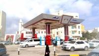 بدءًا من الثلاثاء.. وقف بيع الوقود في محافظات (إقليم عدن) بسبب تدهور العملة