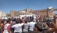 مسيرات غاضبة في تعز تندد بانهيار العملة وتطالب برحيل الحكومة والسلطة المحلية